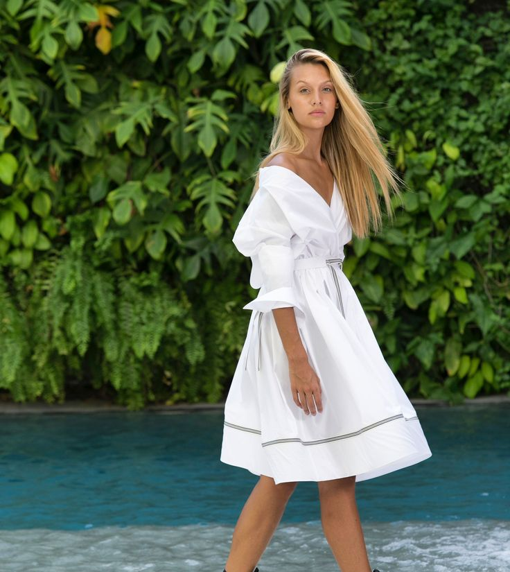 White-cotton top off the shoulder summer look