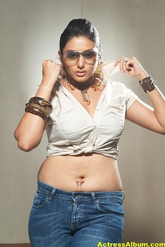 Tamil Actress Namitha Hot Navel Show
