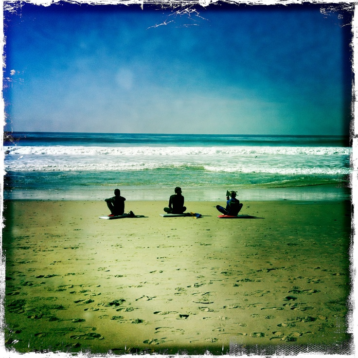 Three friends watching the water @The Strand