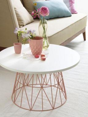 DIY coffee table from old wire basket. Umstyling für alte Möbel - aus alt mach neu. Beistelltisch. Und so geht's: 1. Platte mit gewünschtem Durchmesser zusägen lassen. 2. Einen Umleimer laut Herstellerangaben rund um die Schnittkante aufbügeln. 3.