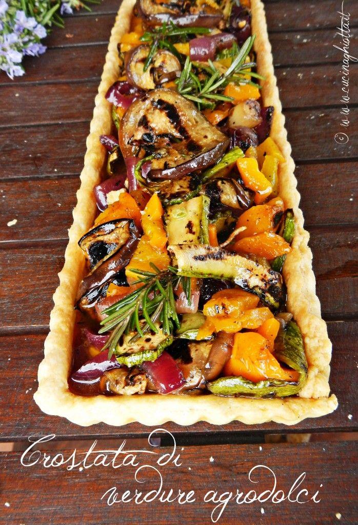 Crostata salata con verdure grigliate agrodolci. Bella a vedersi e molto originale negli ingredienti.