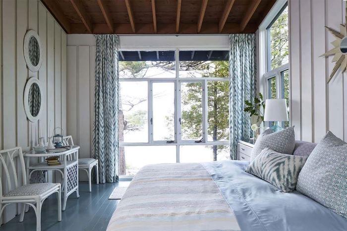 Master camera da letto di Sarah Richardson su Georgian Bay, Parry Sound