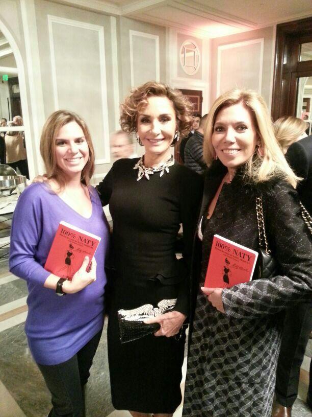Myriam G. Yébenes y Maribel Yébenes junto a Naty Abascal en la presentación de su libro 100% Naty.