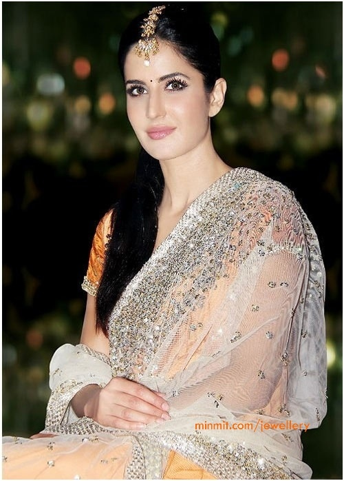 katrina kaif in beautiful #saree & maang tikka jewelry #saree #sari #blouse #indian #outfit  #shaadi #bridal #fashion #style #desi #designer #wedding #gorgeous #beautiful