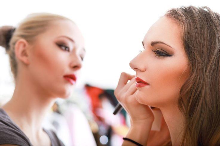 V zrkadle som zachytila uznanlivý Kristínin pohľad. A odrazu mi napadlo: 'Máš…
