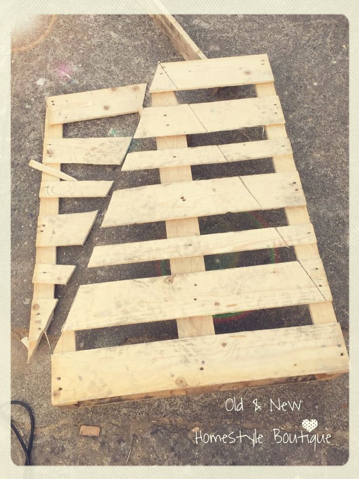 Pallet wood Christmas tree – work in progress ❤️