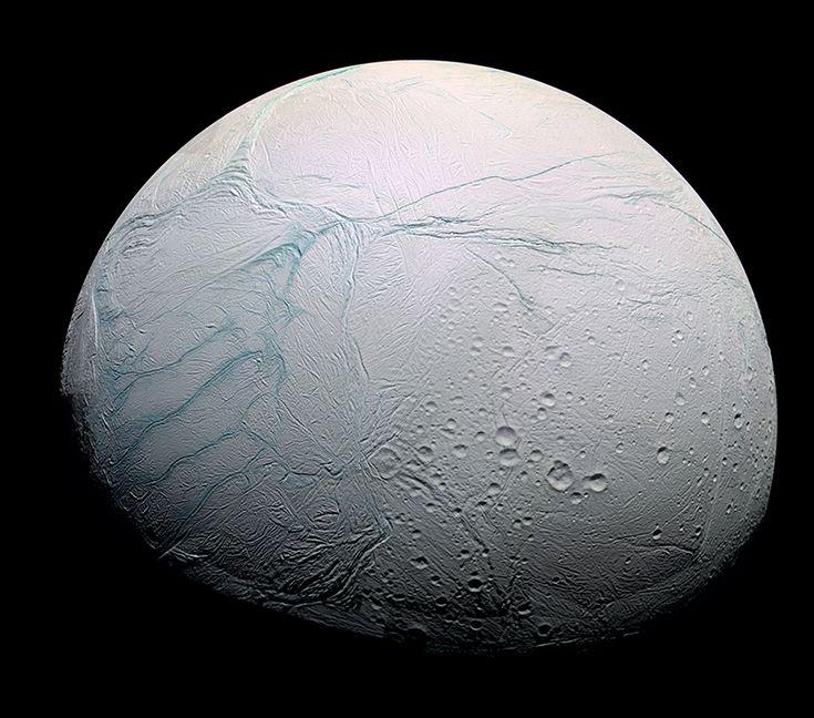 L'océan d'Encelade n'est qu'à quelques kilomètres sous sa surface glacée - Ciel & Espace