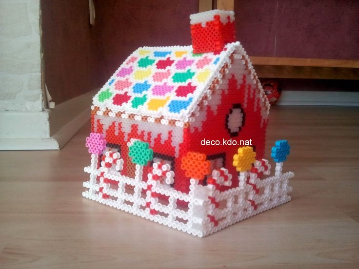 3D Christmas gingerbread house hama perler (with photo patterns) by Deco.Kdo.Nat