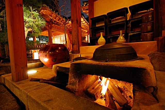 Hanok outdoor stove/kitchen