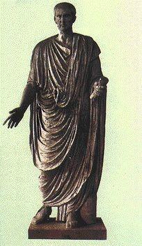 Palmata: En los trajes del cónsul romano del Bajo Imperio, era una toga bordada y decorada con clavus en púrpura.