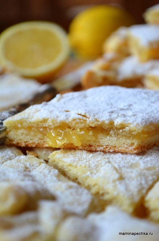 Добавить рецепт в избранное!Очень люблю тесто, из которого сделан этот пирог. По структуре оно песочное, но замешивается на дрожжах — быстро и просто. Проста и доступна начинка — лимон с …