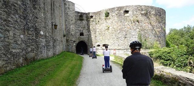 Entering Burgruine Königstein im Taunus