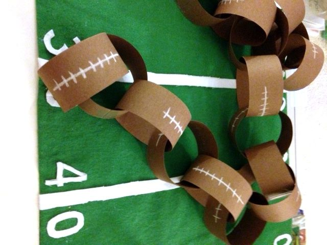 DIY Football Paper Chain// Game Day Decor// Great craft for kids to join in on the fun