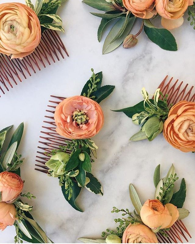 So many hair pieces this week! These beautiful combs for Ferro's bridesmaids. Designed by @theflowercult
