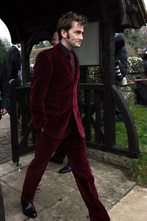 have i posted this yet? DT strutting his red velvet suit at billie's wedding?  look at his face though you can just see him thinking don't look at the camera don't look at the camera don't look at the camera hee hee they're taking a picture of meeee