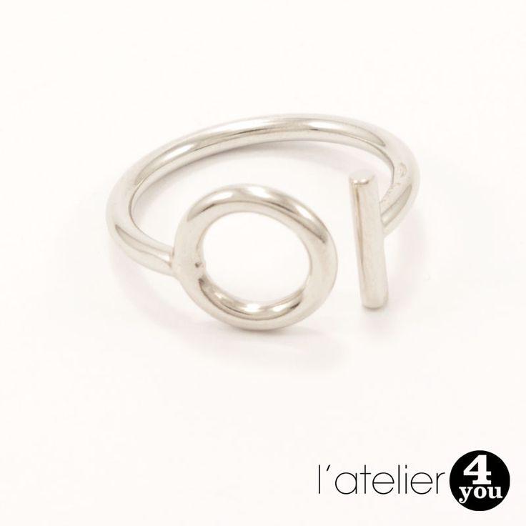 Bague fermoir en argent 925. #bijoux #argent #argent925 #bague #bracelets #colliers #joncs #médailles #soie #perles #toulouse #31 #foryou #4you #4you #cadeau #tendance #mode #femme #faitmain #surmesure Vous souhaitez en savoir plus : visitez le site de l'Atelier 4 You ! http://latelier4you.com/