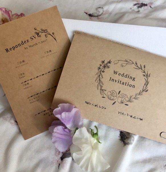 ※10部 1セットの価格です。1部500円※3セット(30人分)からの販売となります。 ※こちらの商品は、セミオーダー品ですので 商品使用日の1ヶ月前頃にはご注文ください。セミオーダーメイドの結婚式 招待状セットです。あたたかみのあるクラフト紙を使用し、お花のイラストをあしらいました。たくさんのお花たちを散りばめたナチュラルなデザインです。※ご自身で、お花に色鉛筆で色をつけてもとても可愛いです^ ^招待状にはお名前・日付など式場案内、日時などを入れられます!※写真ご参照ください※地図、式場案内図を作成する際は別途料金となりますのでご相談ください※10部 1セットの価格です。1部500円※3セット(30人分)からの販売となります。 ※こちらの商品は、セミオーダー品ですので 商品使用日の1ヶ月前頃にはご注文ください。★商品購入後の流れについて別途メールにて ご要望や、記載内容をカウンセリング!作成したデータをご確認いただき、印刷となります。★セット内容≫ 1.封筒 (洋1号) × 10枚  2.招待状 表紙(A5ワイド 印刷込) × 10枚  3.招待状 中紙(A5…