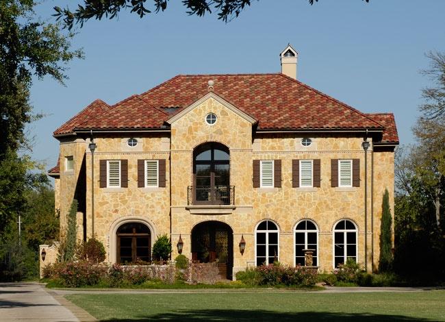 Italian style home by Hawkins-Welwood Luxury Homes, Dallas