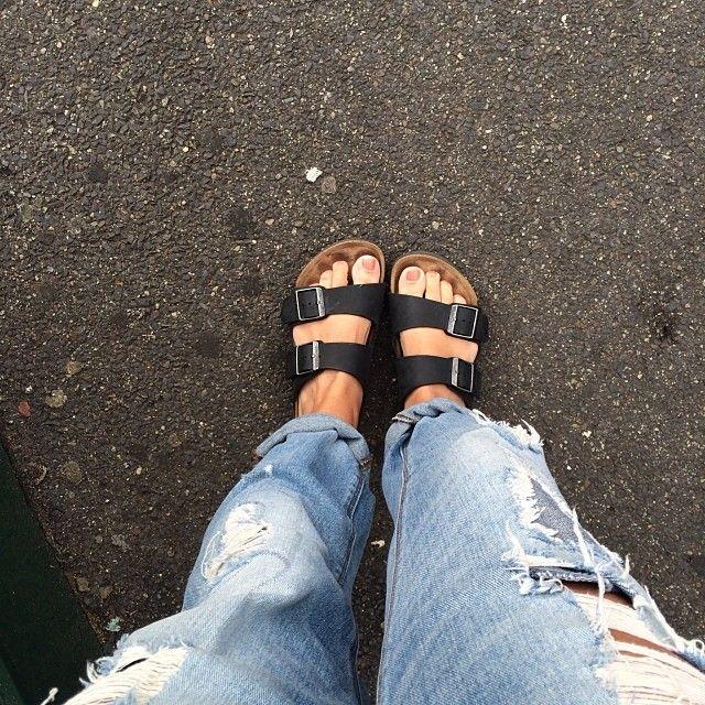 stylesnooperdan:  Birks beat the blisters  #birkenstocks #fashion #boyfriendjeans #stylesnooperdan