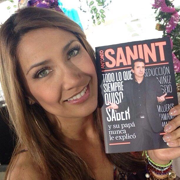 Miren lo que tengo en mis manos  el nuevo libro de @antonio sanint un abrazo gigante