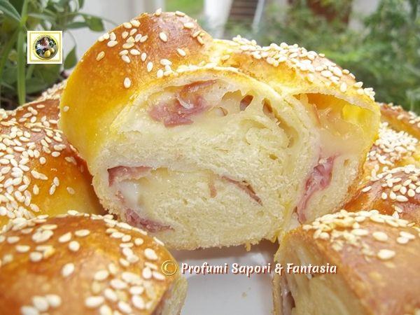 Treccia di pan brioche salata ripiena Blog Profumi Sapori & Fantasia http://blog.giallozafferano.it/silvanaincucina/2013/11/08/treccia-di-pan-brioche-salata-ripiena/