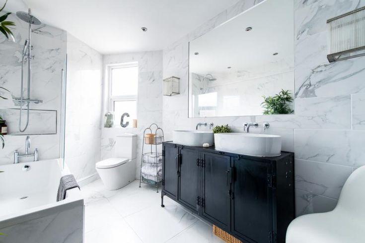 A Quelle Hauteur Fixer Un Meuble De Lavabo Dans La Salle De Bain Couleur Salle De Bain Decoration Salle De Bain Interieurs Blancs