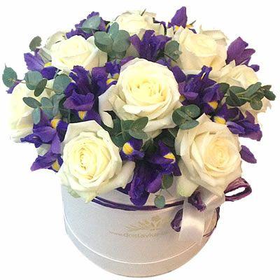 11 роз, 12 ирисов, 0,3 эвкалипта в коробке 20*20