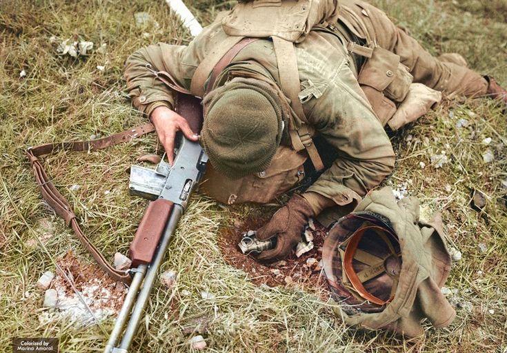 독일 스나이퍼에 총에 맞고 소총과 수류탄을 쥔 채로 죽은 미군