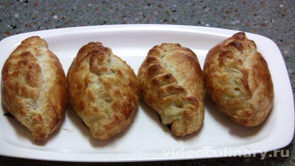 """Пирожки """"Избушка"""" от http://www.videoculinary.ru/выпечка-пироги-пирожки/20-пирожки-избушка.html Все новые рецепты нашего сайта - в ваш почтовый ящик. Подписаться на рассылку можно здесь http://www.videoculinary.ru/286671"""