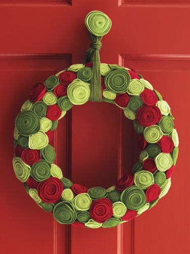 Ring of Roses.. Understated felt gets a royal transformation when it's spiraled and coiled into a stunning array of rosettes. Follow this color palette, or create your own, playing with various shades of green and red.: