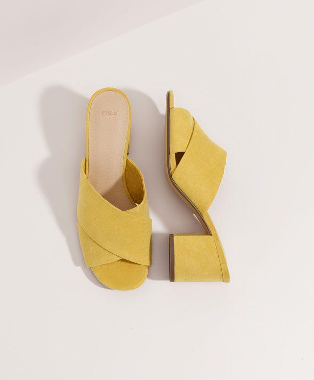 Sandalia tiras anchas, 699$ - Sandalia tiras anchas tacón medio color amarillo mostaza. Altura tacón 7 cm - Primavera Verano 2017 moda de mujer en Oysho online.