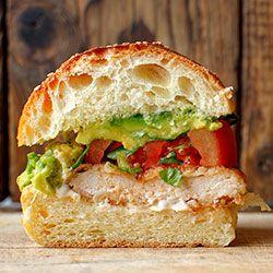Burgery z kurczakiem, guacamole i pomidorem | Kwestia Smaku