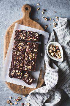 No-Bake-Haselnuss Ganache Brownies {glutenfrei, vegan, raffinierten Zucker-frei}