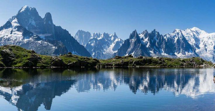 Massif du Mont Blanc, l'Aiguille verte depuis le Lac de Cheserys.© Brigitte Djajasasmita - CC BY-NC 2.0
