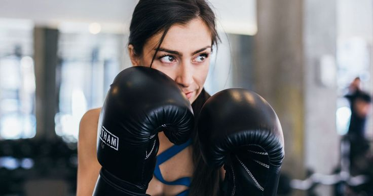 Boxing Workouts: Basic Boxing Moves for Beginners http://greatist.com/fitness/boxing-workout-basic-moves-for-beginners #boxing #fitness