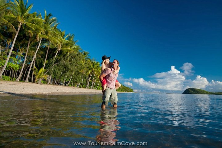 Romance, Palm Cove Beach http://www.executiveretreats.com.au/