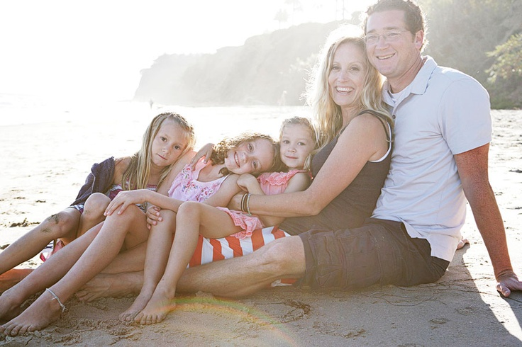 Family photo on beach-- This would be a great for my bother's family....