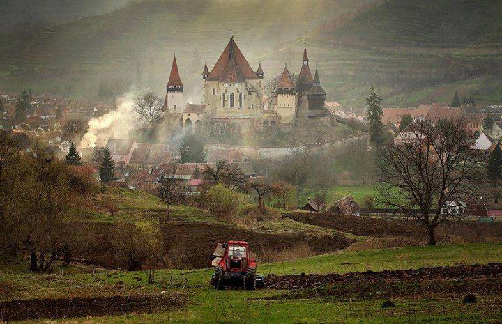 """Biertan  sau B de la...?  Fotograf: Sorin Onisor  """"Bran ! Brașov ! Bucovina ! Băile Felix / Herculane! Babele!! Bucegi!! Sau Bunici sfintii noștri părinți"""""""