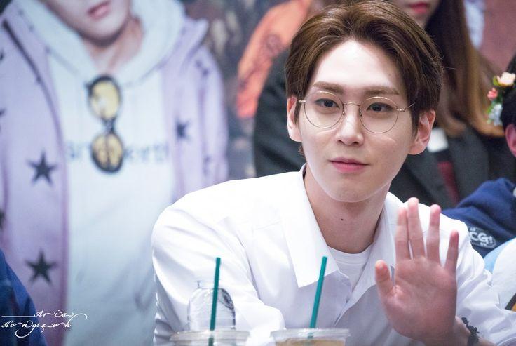 Shinwon | Pentagon // I'm very weak for bois that wear glasses. Rip me.