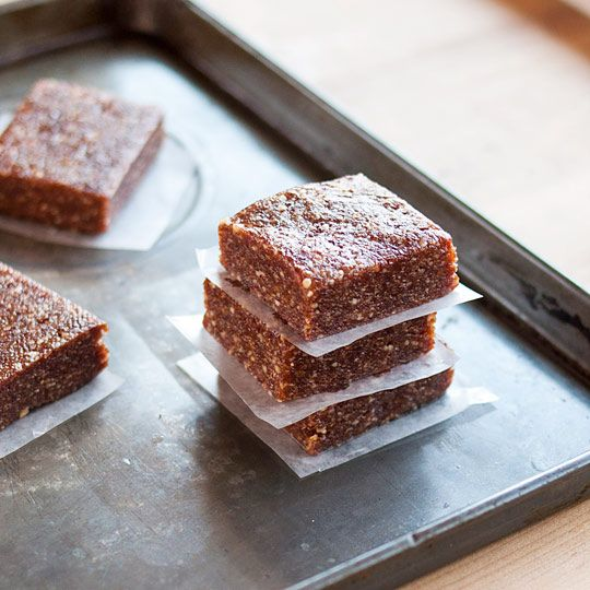 How to Make Easy 3-Ingredient Energy Bars at Home Ingredients 1 cup nuts 1 cup dried fruit 1 cup (12-15 whole) dates, pitted Whizz them together in a food processor until they combine into a thick paste, press into a square, chill, and chop into squares for snacking. Done.