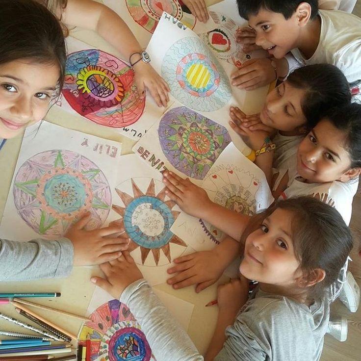 Özgür ,mutlu ve yaratıcı çocuklar için sanat eğitimi ve ötesi ✌ ✌ ✌ #sanatetkinligi #art #sculpture #sanat #cocuk #kids #özgur #mutlu #yaratıcı http://turkrazzi.com/ipost/1520273358602833368/?code=BUZGJCdAw3Y