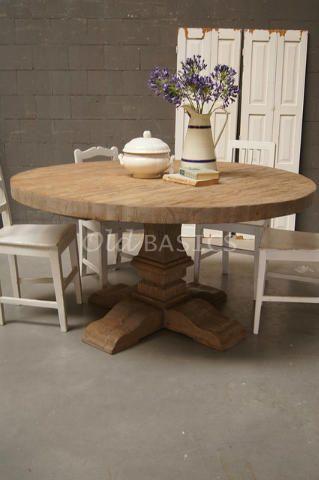Kloostertafel rond 20002 - Brocante eettafel met rond blad en sierlijk houtsnijwerk op de stoere robuuste poot. Deze tafel is gemaakt van stoere oude grenen balken. Dit is een tafel op maat. De tafel is in elk gewenst model, kleur en uitvoering leverbaar.