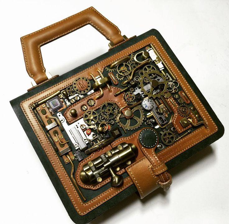 와이래 무겁노 이거 ㅋㅋㅋ    #leathercraft #diary #diarycover #bookcover #가죽공예 #대전가죽공방 #다이어리 #다이어리커버 #스팀펑크 #대전 #일상 #디자인 #design #steampunk