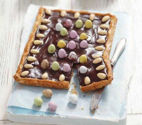 Mazurek orzechowo-czekoladowy - Przepisy.Przygotowanie masy orzechowej i polewy czekoladowej wymaga odrobiny wprawy, ale trud z pewnością się opłaci. Mazurek orzechowo-czekoladowy to przepis, którego autorem jest: Magda Gessler