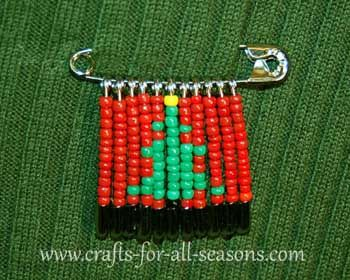 Christmas tree beaded safety pin2, also has other holidays