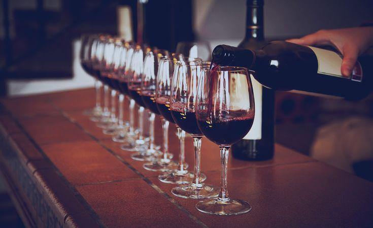El sector del vino español y su importancia a nivel mundial. - http://www.bodegaslapurisima.com/el-sector-del-vino-espanol-y-su-importancia-nivel-mundial/ España recuperó a finales de 2014 el puesto líder a nivel mundial en venta de vino por volumen. Sus exportaciones con respecto al año anterior aumentaron un 25% y alcanzaron los 1.600 millones de euros. La principal razón de estos datos tan positivos viene de la mano de la fuerte demanda de los ...  #Mundial, #VinoEs