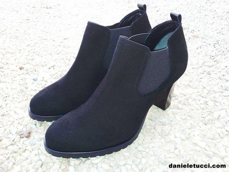 reinterpretanso il chelsea boot...Scarpa con tacco in camoscio nero #danieletucci   www.danieletucci.com #madeinitaly #madeinmarche