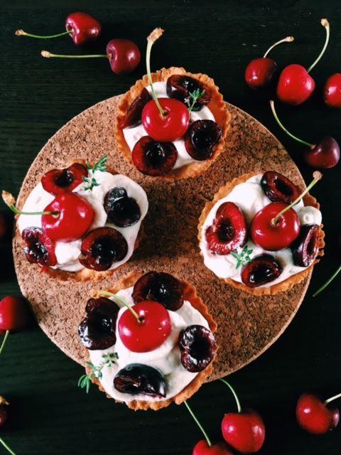 Babeczki miodowe z owocami