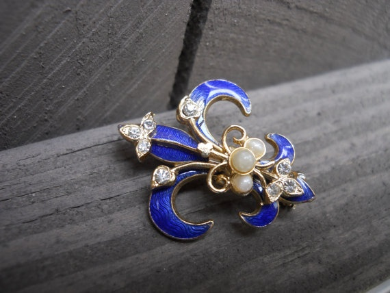 Vintage Enameled Fleur De Lis Brooch by TurtleLaneCollective, $45.00