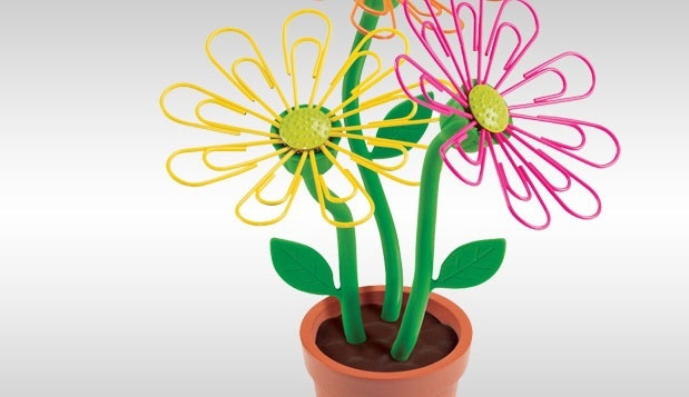 Desk Daisy to keep paper clips handyMagnets Paper, Paper Clips, Offices, Gift Ideas, Paperclip Holders, Daisies Paperclip, Desks Daisies, Products, Clips Holders